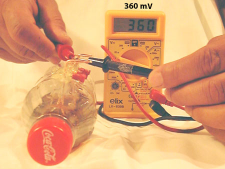 Creating electricity in a cola bottle